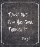Borta till och med det Virgil citationstecknet arkivbild