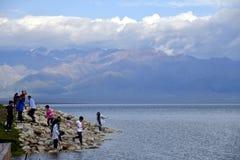 Bortala, Xinjiang: cieszy się chłodno świat Salem jezioro zdjęcia stock
