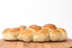 Borte von der Bäckerei auf einem hölzernen Brett der Küche stockfoto