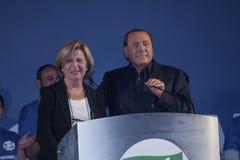 Bortone del poli de Silvio Berlusconi e Adriana imagen de archivo