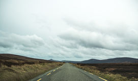 Borttappad väg i Connemara arkivbild