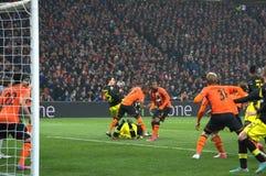 Borussia Dortmund och footballers för FC Shakhtar i handling Royaltyfri Foto