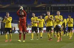 Borussia Dortmundspelers die aan ventilators danken Stock Foto's