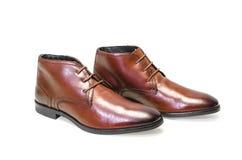 Borwn用皮革包盖在白色背景隔绝的人鞋子 侧视图 免版税图库摄影