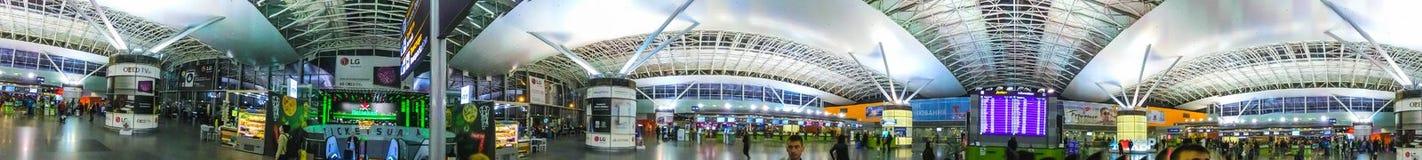 Boryspil, Ucraina 28 aprile 2018: Partenze Corridoio in aeroporto internazionale Boryspil Orario di Arrivo-partenze immagine stock libera da diritti