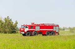 BORYSPIL, UCRANIA - MAYO, 20, 2015: Firetruck rojo Fotos de archivo libres de regalías