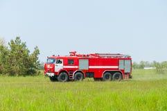 BORYSPIL, UKRAINE - MAI, 20, 2015: Roter Firetruck Lizenzfreie Stockfotos