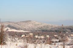 Bosättning i dalen av bergen Arkivbilder