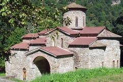 Bosättning Magas Mellersta tempel Alans Karachay-Cherkess republik, Zelenchugsky område Arkhyz norr panorama för caucasus liggand Royaltyfri Bild