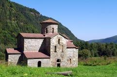 Bosättning Magas Mellersta tempel Alans Karachay-Cherkess republik, Zelenchugsky område Arkhyz norr panorama för caucasus liggand Arkivbild