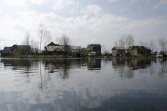 Bosättning på sjön Royaltyfri Fotografi