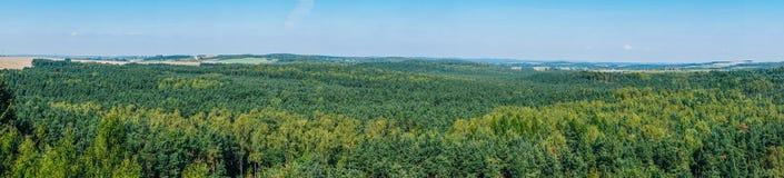 Bosättningen på monteringen Birow i Podzamcze Arkivfoton