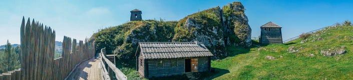 Bosättningen på monteringen Birow i Podzamcze Fotografering för Bildbyråer