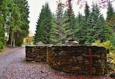 Bos in de herfst - kruis in het bos Royalty-vrije Stock Fotografie