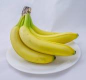 Bos van Bananen op een Plaat Stock Fotografie