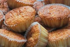 Bos van cupcakes in voorgrond Royalty-vrije Stock Fotografie