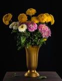 Bos van de herfstbloemen in vaas Royalty-vrije Stock Foto's