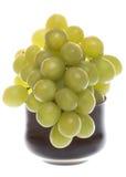 Bos van groene druiven in glaskom Stock Afbeeldingen