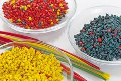 Bos van kleurrijke plastic buizen Stock Afbeeldingen