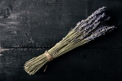 Bos van lavendel met streng wordt gebonden die royalty-vrije stock fotografie