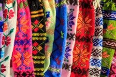 Bos van met de hand gemaakte kleurrijke wollen sokken royalty-vrije stock afbeeldingen