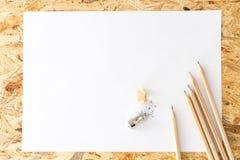 Bos van potloden met slijper en potloodspaanders Royalty-vrije Stock Fotografie