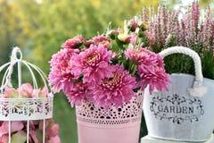 Bos van roze chrysant en heidebloemen royalty-vrije stock afbeelding