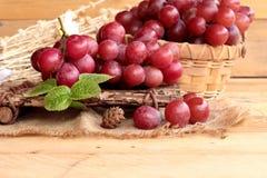 Bos van sappige verse heerlijk van het druivenfruit Stock Foto's
