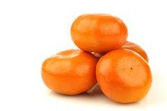 Bos van verse mandarijnen stock afbeeldingen