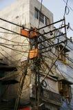 Bos van verwarde elektrodraden in New Delhi Royalty-vrije Stock Fotografie
