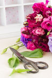 Bos van violette en mauve eustomabloemen Royalty-vrije Stock Foto's