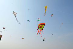 Bos van Vliegers bij Internationaal Vliegerfestival, Ahmedabad Royalty-vrije Stock Fotografie