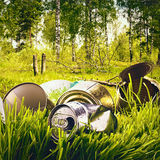 Bos vervuild afval en huisvuil Stock Afbeeldingen