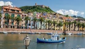 Bosa en het Oude Kasteel, Oristano, Sardinige stock fotografie
