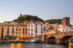 Bosa en het Oude Kasteel, Oristano, Sardinige Stock Foto's