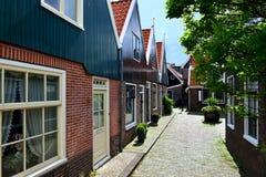 Bosatt område med typiska hus Arkivfoton
