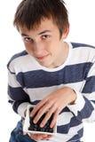 Bosbessen superfood - jongen die bosbessen eet stock afbeelding