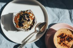 Bosbessenmuffin voor ontbijt royalty-vrije stock fotografie