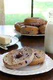 Bosbessenongezuurde broodjes Stock Afbeeldingen