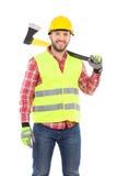 Boscaiolo sorridente con un'ascia sulla spalla Fotografia Stock Libera da Diritti