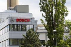 Bosch korporationslogo på byggnaden av högkvarter på Juni 18, 2016 i Prague, Tjeckien Arkivfoton