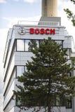 Bosch korporationslogo på byggnaden av högkvarter på Juni 18, 2016 i Prague, Tjeckien Royaltyfri Fotografi
