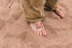 Bose samiec nogi na piasku Zdjęcia Royalty Free