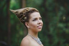 Bosfee mooi meisje in wit Royalty-vrije Stock Afbeeldingen