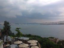 Bosfor和brigde Topkapi宫殿在伊斯坦布尔,土耳其 免版税库存图片