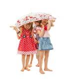 Bosi dzieci pod parasolem zdjęcie royalty free