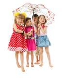 Bosi dzieci pod parasolem obrazy royalty free