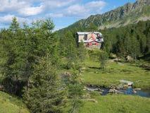 Bosio halna stróżówka w Valmalenco Zdjęcie Stock