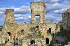 Boskovice,捷克- 2013年9月28日:13世纪哥特式城堡Boskovice hrad的废墟在南摩拉维亚,捷克Rep 免版税图库摄影