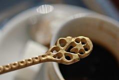 Bosnische koffie, koffielepel en Turkse verrukking, Mostar Stock Foto's